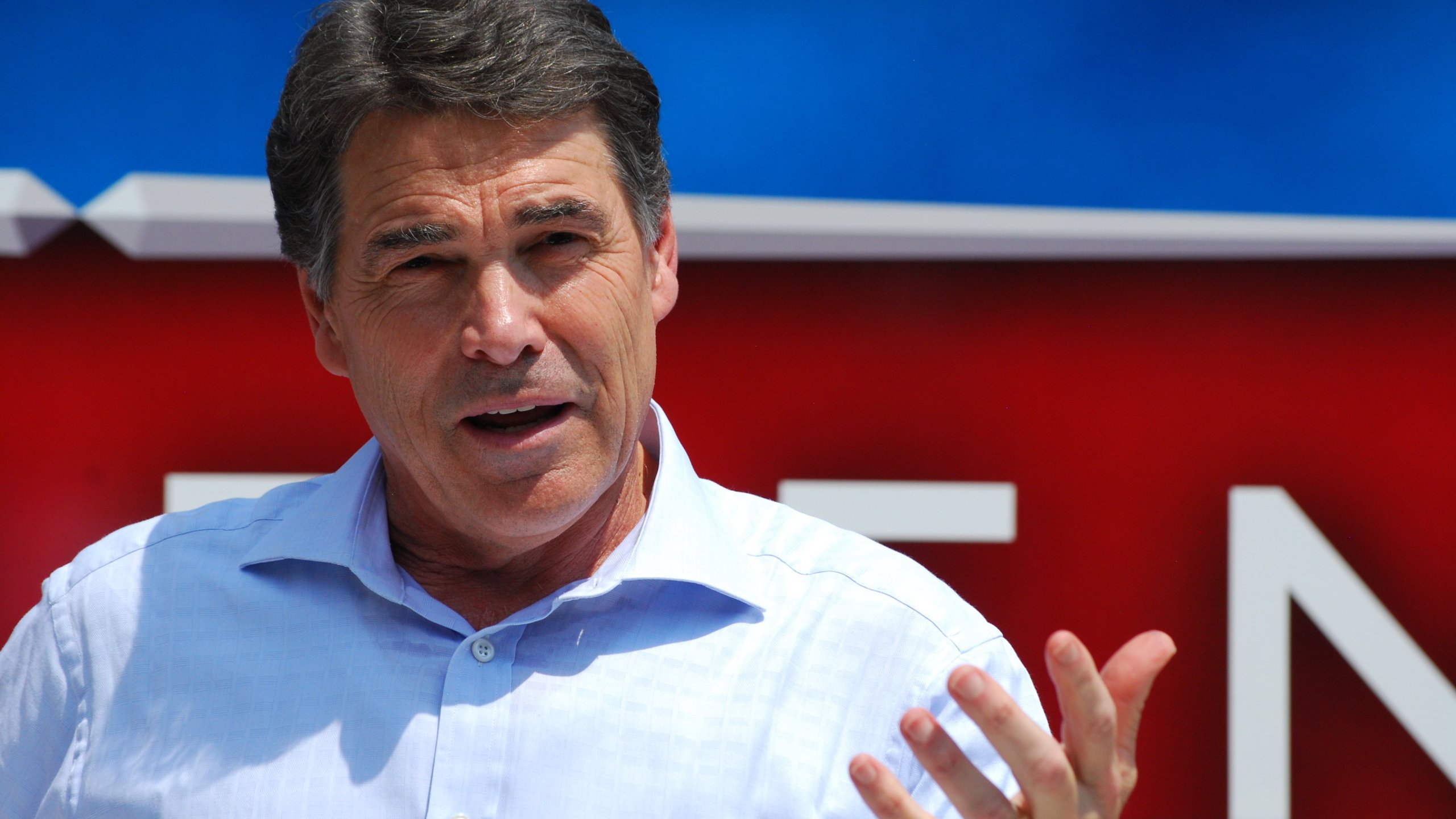 Perry Defends Stance on The Fed, Immigration